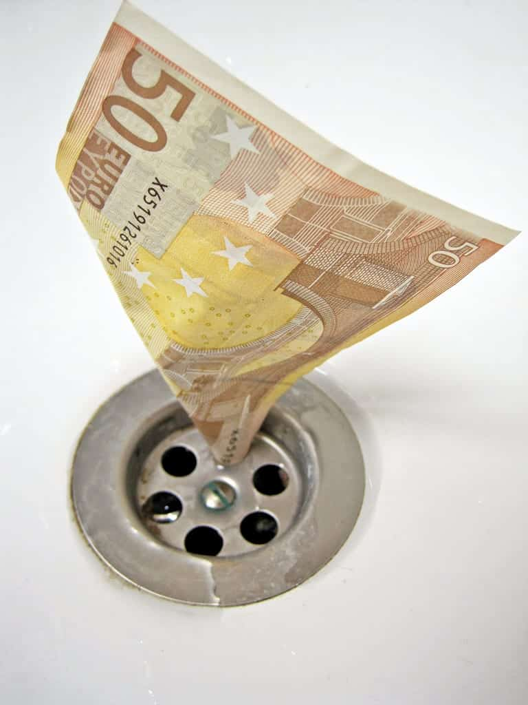 50 euro note stuck inside a drain